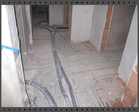 Betonaljzat-szigetelés szórt poliuretánnal padlófűtéshez